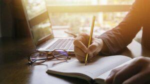 """10 วิธีหารายได้ด้วย NFT สำหรับ """"นักเขียน"""""""
